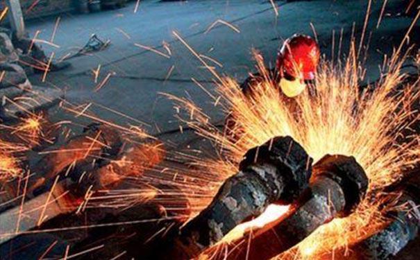 2020年钢材是涨还是跌,钢材多少钱一吨? [钢材价格预测]